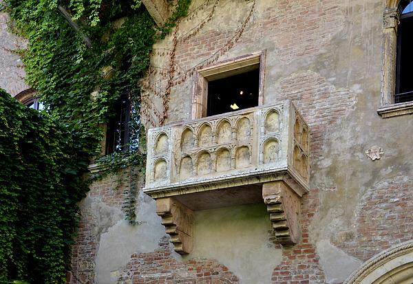 Verona Photograph - Balcone Di Romeo E Giulietta by Martina Fagan