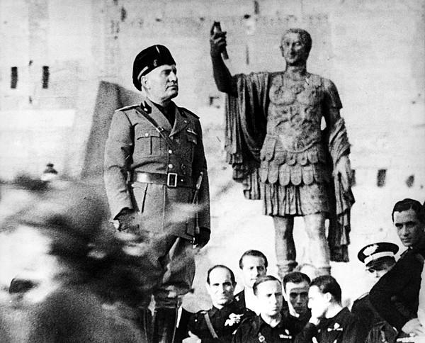 1940s Photograph - Benito Mussolini, 1943 by Everett