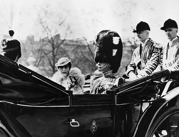 1930s Photograph - British Royal Family. Center, From Left by Everett