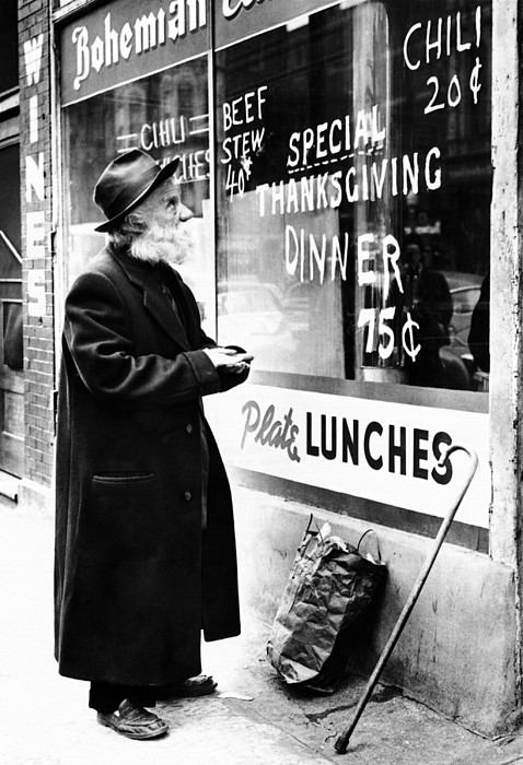 History Photograph - Chicago Homeless Man On Thanksgiving by Everett