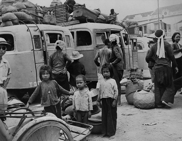 History Photograph - Children And Adults Evacuating by Everett