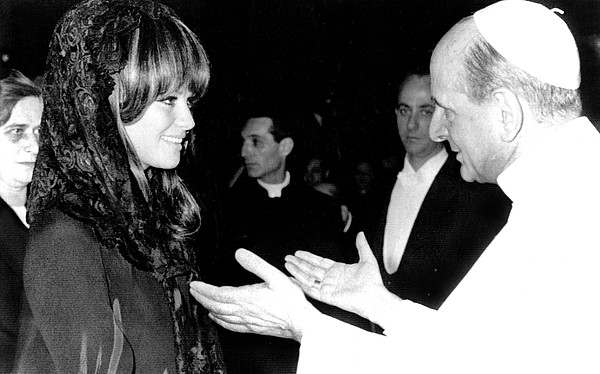 1960s Candids Photograph - Claudia Cardinale Meets Pope Paul Vi by Everett