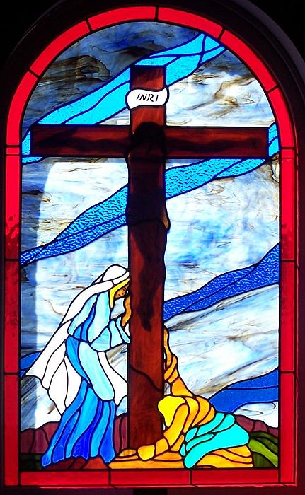Stained Glass Glass Art - Crucufixtion Of Jesus The Christ by Gladys Espenson