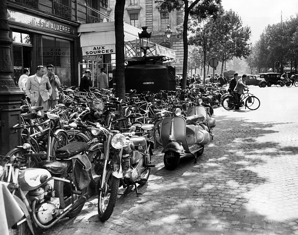 Bicyclists Photograph - Ev1980 -street Scene In Paris, August by Everett