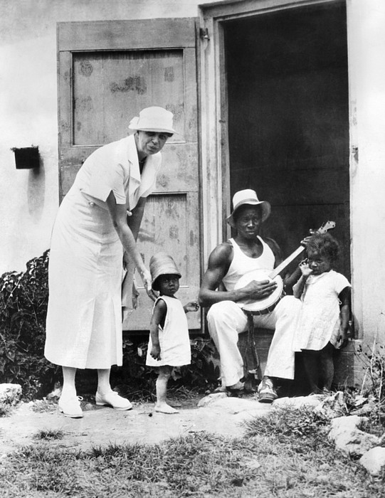 History Photograph - First Lady Eleanor Roosevelt Chatting by Everett