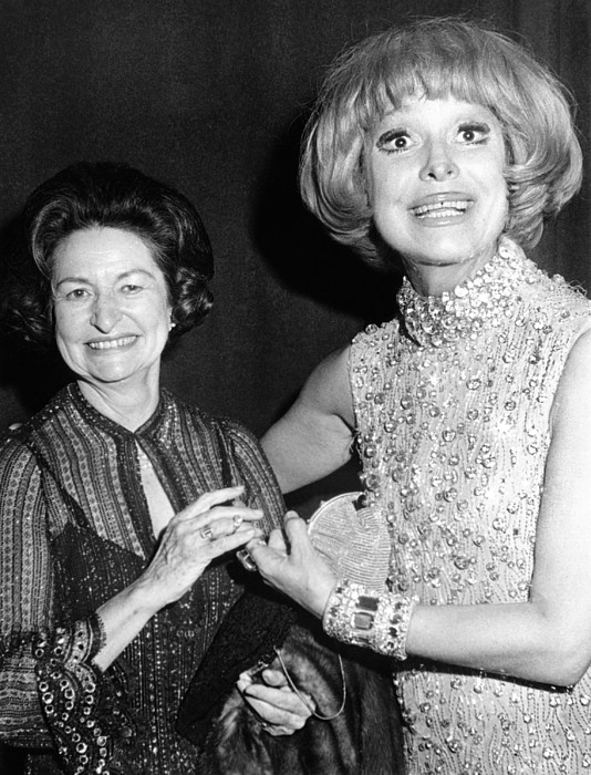 History Photograph - Former First Lady Visits Carol Channing by Everett