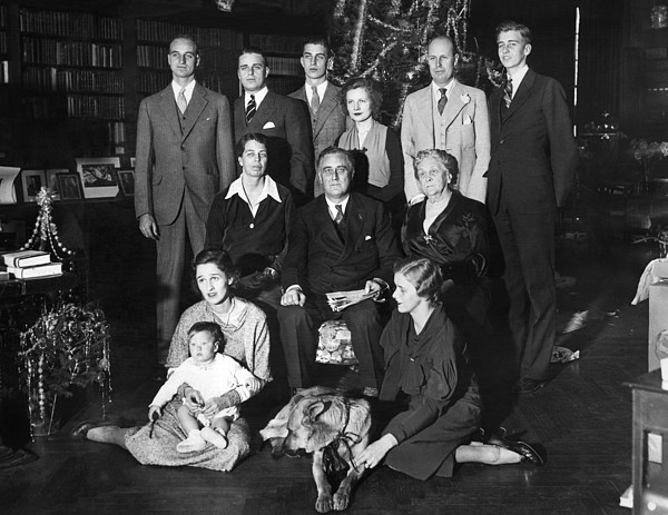 History Photograph - Franklin Roosevelt Family On Christmas by Everett