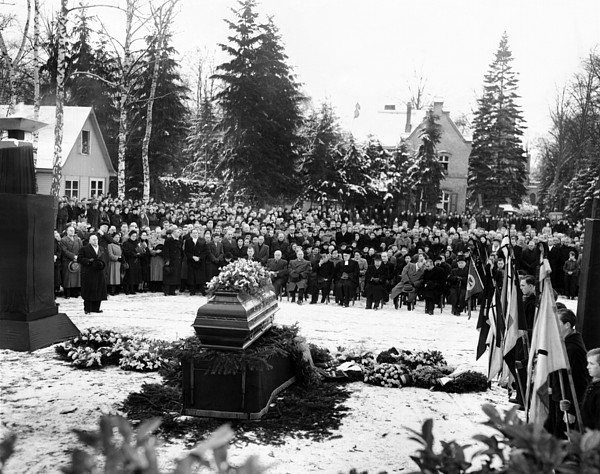 History Photograph - Funeral Service For 16 Year Old Joachim by Everett