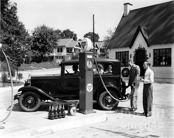 Gas Station Photograph - Gas Station by Photo Researchers