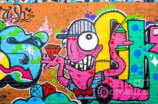 Graffiti Painting - Graffiti Spray-worm by Yurix Sardinelly