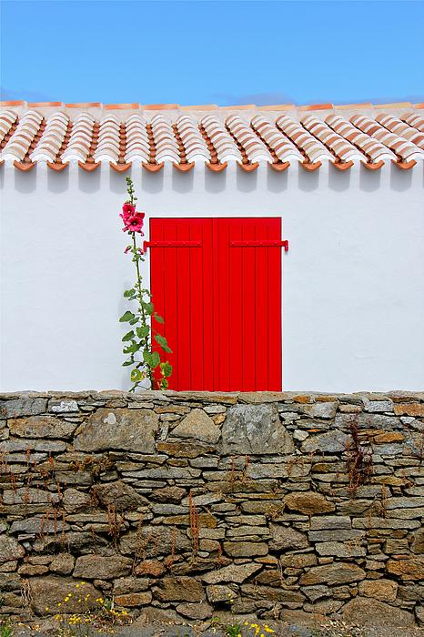 Red Door Photograph - Ile Dyeu France 74 by Per Lidvall