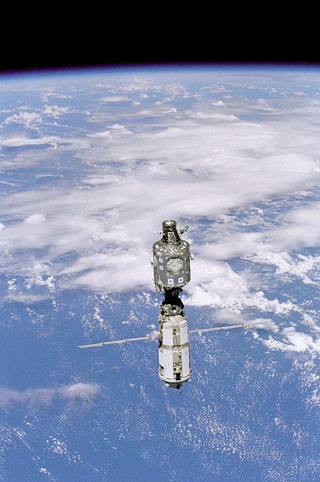 History Photograph - International Space Station In 1999 by Everett