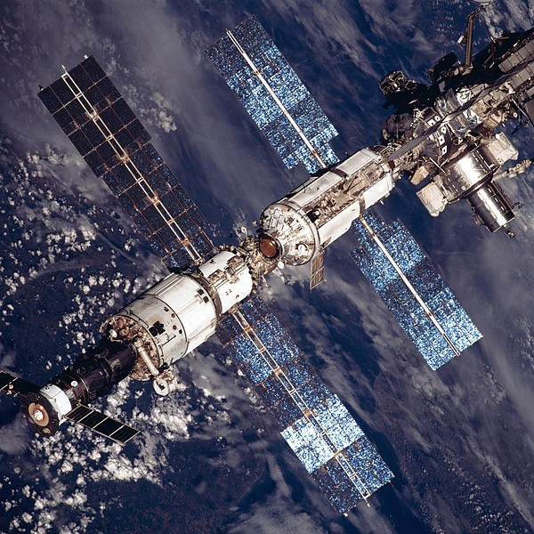 History Photograph - International Space Station In 2001 by Everett