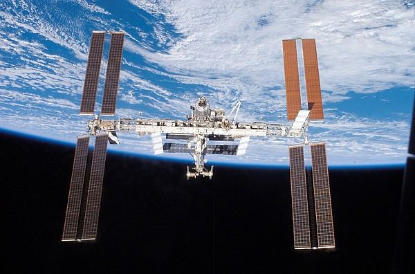 History Photograph - International Space Station In 2007 by Everett