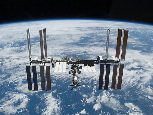 History Photograph - International Space Station In 2009 by Everett