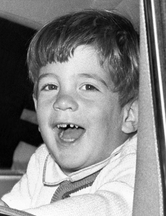History Photograph - John Kennedy Jr. Smiles by Everett
