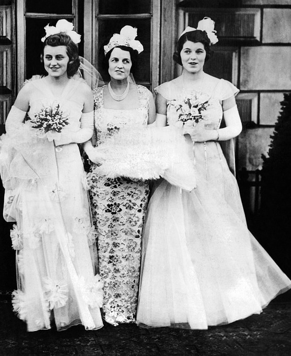 History Photograph - Kathleen, Rose, And Rosemary Kennedy by Everett