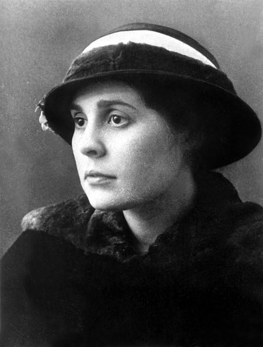 Brik Photograph - Lili Brik, 1914 by Everett