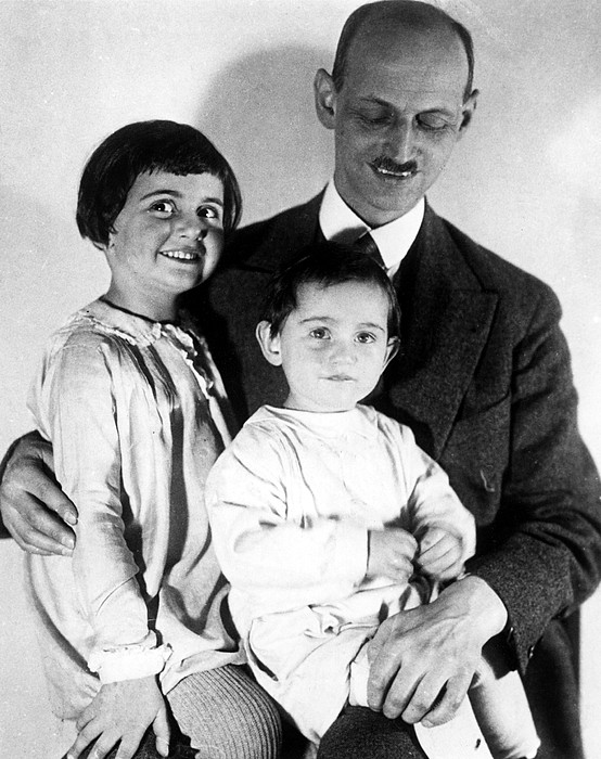 1930s Photograph - Otto Frank With His Daughters Margot by Everett