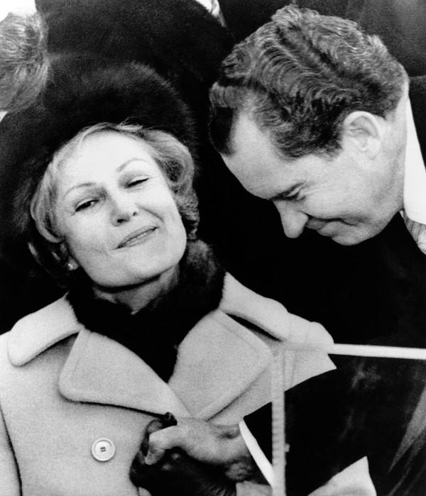 History Photograph - Pat Nixon Grasps Her Husbands Hand by Everett