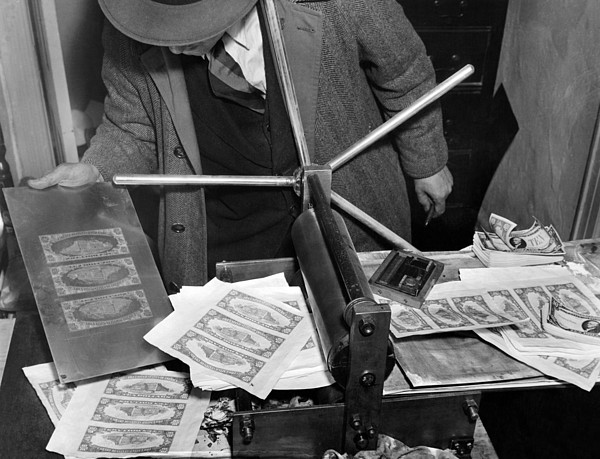 History Photograph - Police Seized $1,000,000 Counterfeiting by Everett
