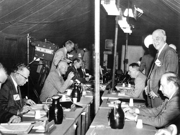 History Photograph - President Eisenhower Participates by Everett