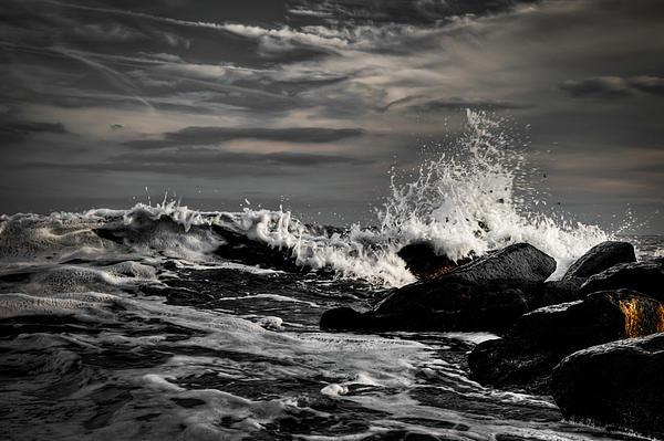 Atlantic Ocean Photograph - Raging Seas by David Hahn