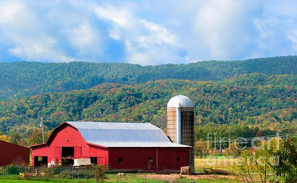 Barn Photograph - Smokie Mountain Barn by Betty LaRue