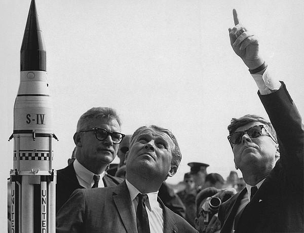 History Photograph - Wernher Von Braun Explains The Saturn by Everett