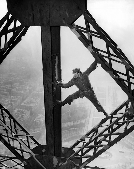 History Photograph - Worker Painting The Eiffel Tower by Everett