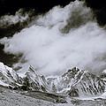 Himalayan Mountain Range by Shaun Higson