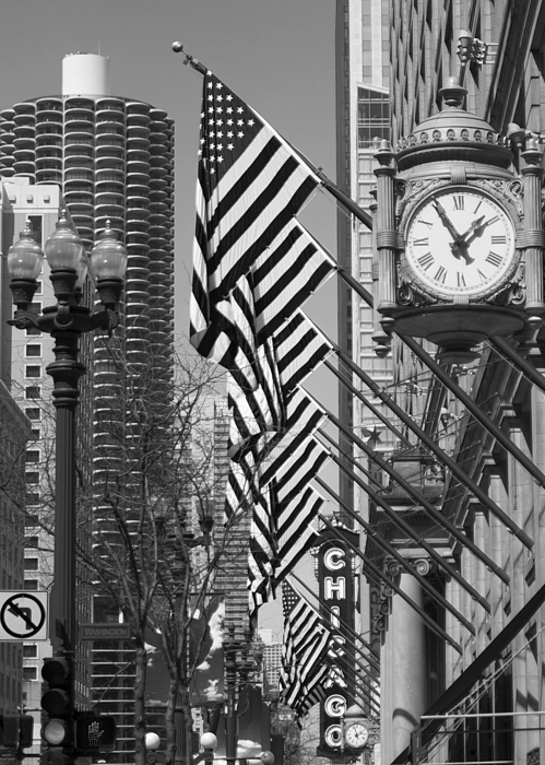 Cityscapes Photograph - State Street Scene - 1 by Sheryl Thomas