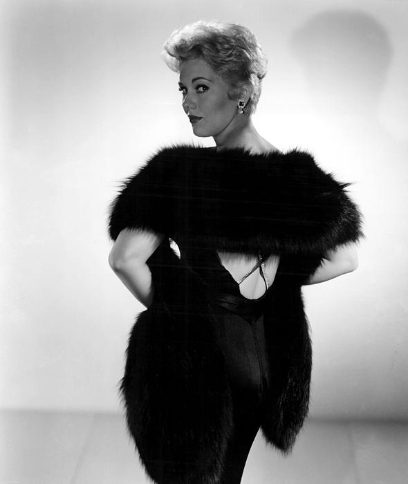 Back Turned Photograph - Kim Novak, 1956 by Everett