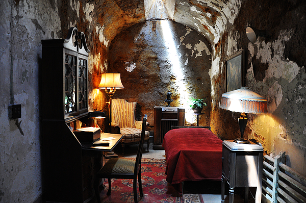 Al Capone Photograph - Al Capones Cell - Eastern State Penitentiary by Bill Cannon