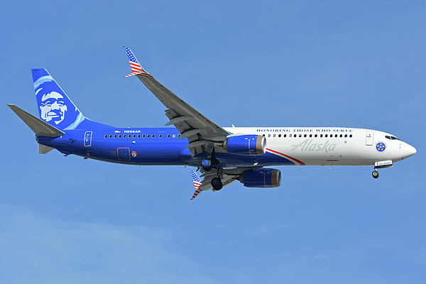Airplane Photograph - Alaska Boeing 737-900 N265ak Honoring Those Who Serve Phoenix Sky Harbor November 12 2017 by Brian Lockett