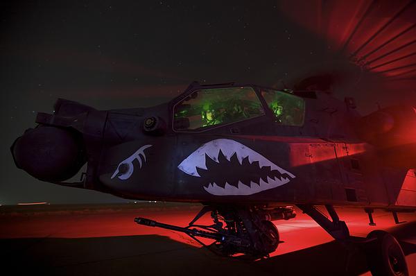Ah-64d Photograph - An Ah-64d Apache Longbow by Terry Moore