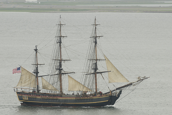 Sail Photograph - Beautiful Hull by Mimi Katz
