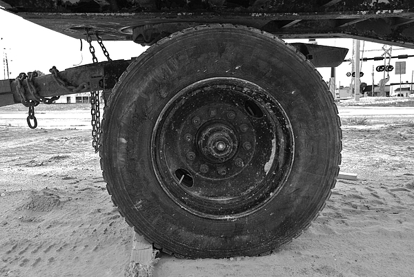 Black And White Photograph - Black Wheel by Rob Hans