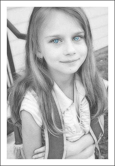 Portrait Photograph - Blue Eyes Little Princess by Vanessa Reed