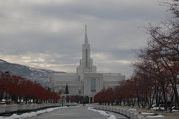 Bountiful Temple Photograph by Leslie Thabes