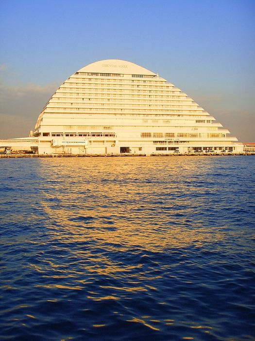 Building Photograph - Building At Kobe Harbor by Roberto Alamino