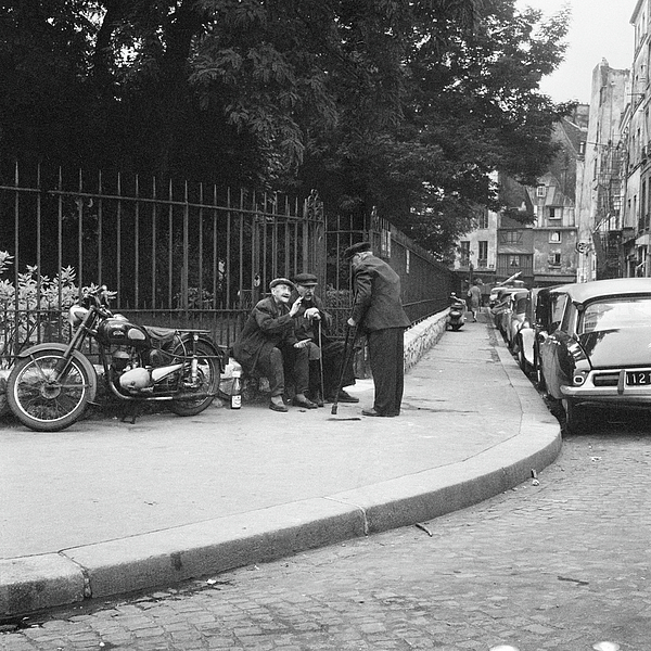 Paris Photograph - Conversation by Hans Mauli