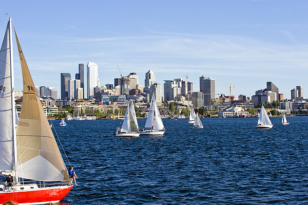 Seattle Photograph - Cutting In by Tom Dowd