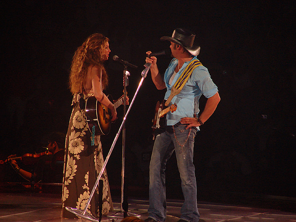 Concert Photograph - Faith And Tim Sing by Bobby Miranda