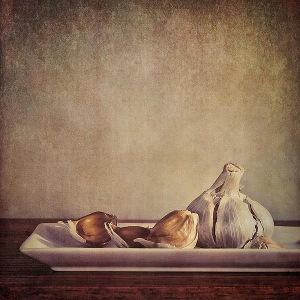 Garlic Photograph - Garlic Cloves by Priska Wettstein