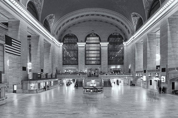 America Photograph - Grand Central Terminal II by Clarence Holmes