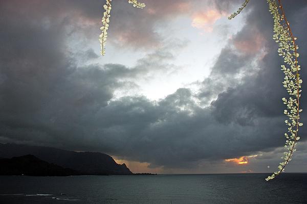 Kauai Photos Photograph - Hanalei Bay Sunset by Kathy Yates
