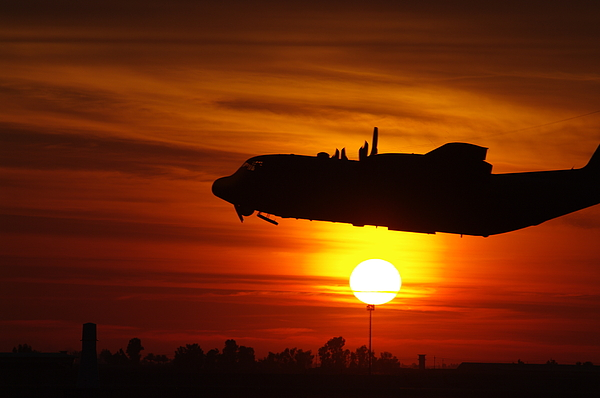 Aircraft Photograph - Hercules Rising by Don Prioleau