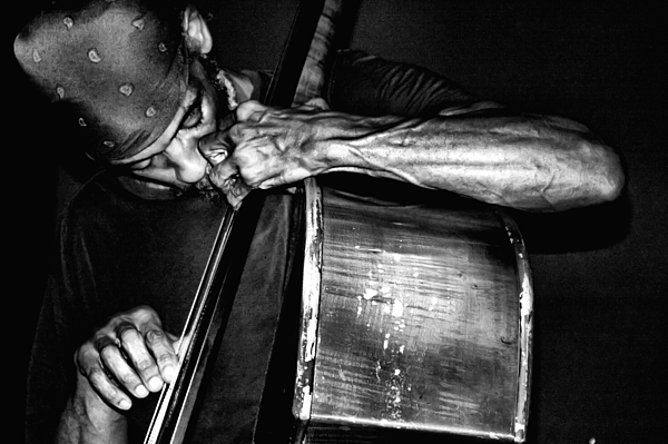 Black And White Photograph - Jammin by Kenneth Mucke