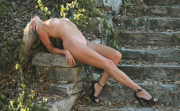 Nude Photograph - Jules On Steps Color by Gustavo Castilla